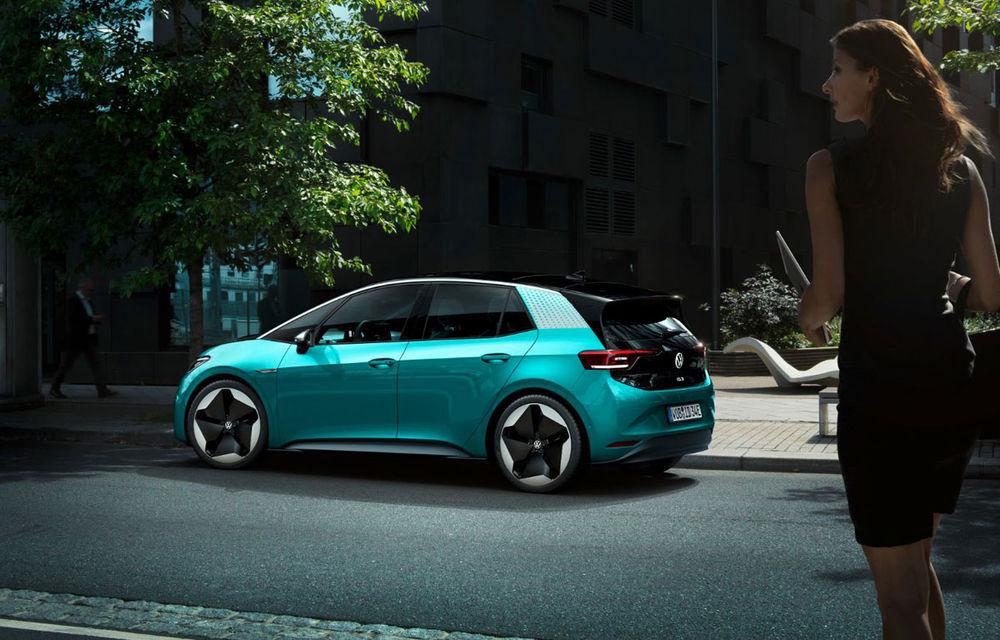 Volkswagen ID.3 a devenit cea mai vândută mașină electrică din Europa: hatchback-ul a detronat Renault Zoe în luna octombrie - Poza 1