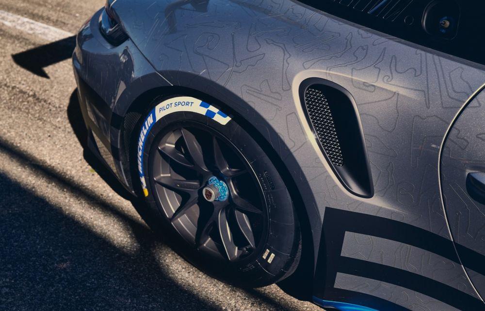 Porsche a prezentat noul 911 GT3 Cup: modelul de competiții oferă aproximativ 510 CP și 470 Nm - Poza 11