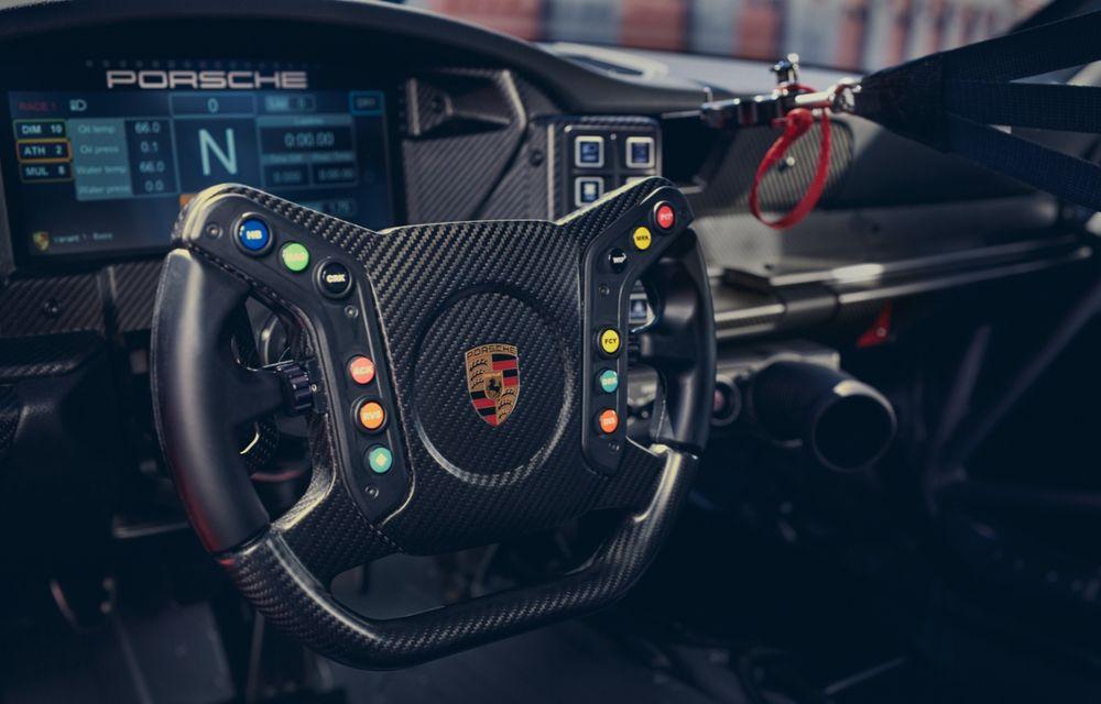 Porsche a prezentat noul 911 GT3 Cup: modelul de competiții oferă aproximativ 510 CP și 470 Nm - Poza 15