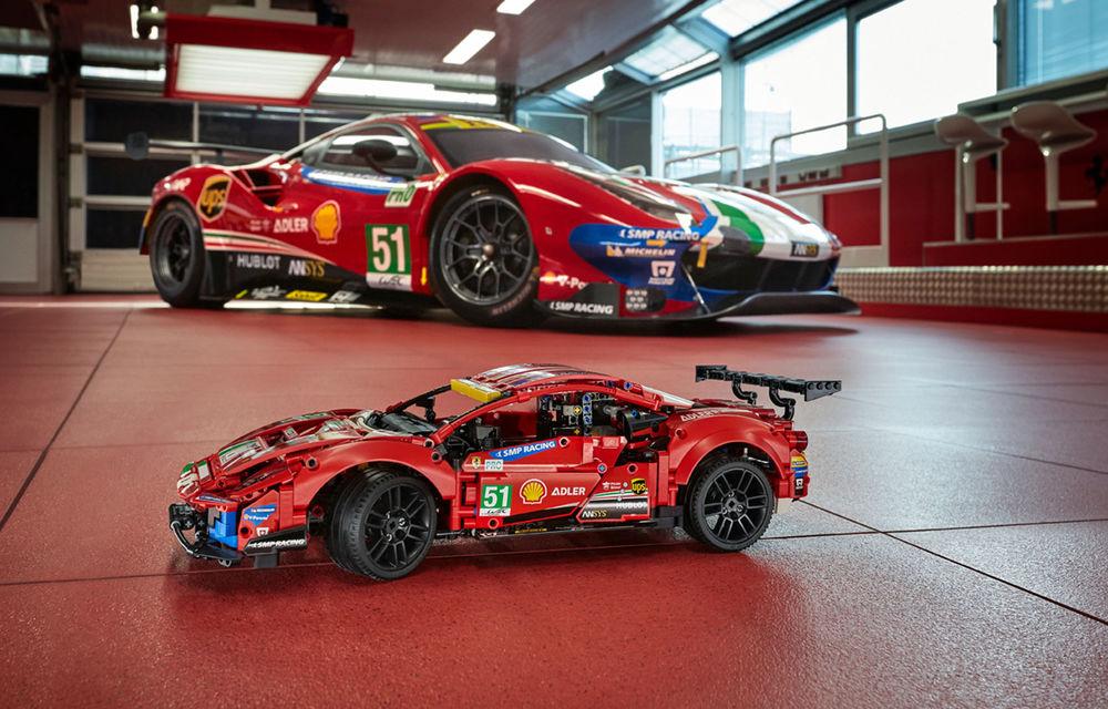 Versiune Lego pentru Ferrari 488 GTE: pachetul conține 1.677 de piese și va fi disponibil din 1 ianuarie - Poza 1