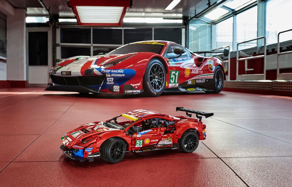 Versiune Lego pentru Ferrari 488 GTE: pachetul conține 1.677 de piese și va fi disponibil din 1 ianuarie - Poza 2