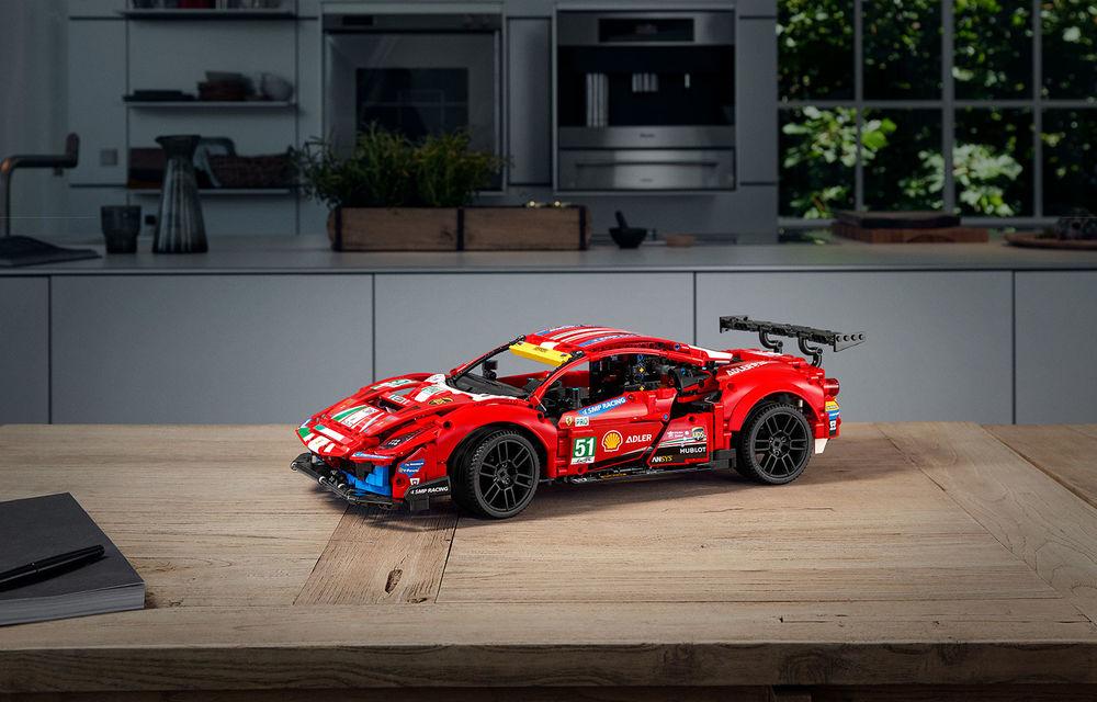 Versiune Lego pentru Ferrari 488 GTE: pachetul conține 1.677 de piese și va fi disponibil din 1 ianuarie - Poza 4
