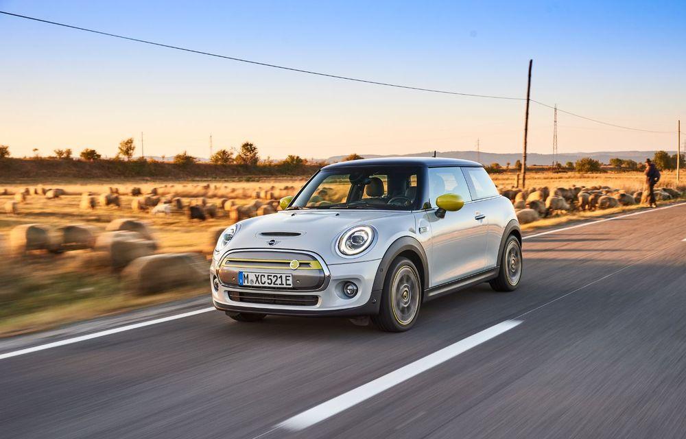 Noua generație Mini Hatch va fi lansată în 2023: modelul britanic va avea motorizări pe benzină și versiune electrică - Poza 1