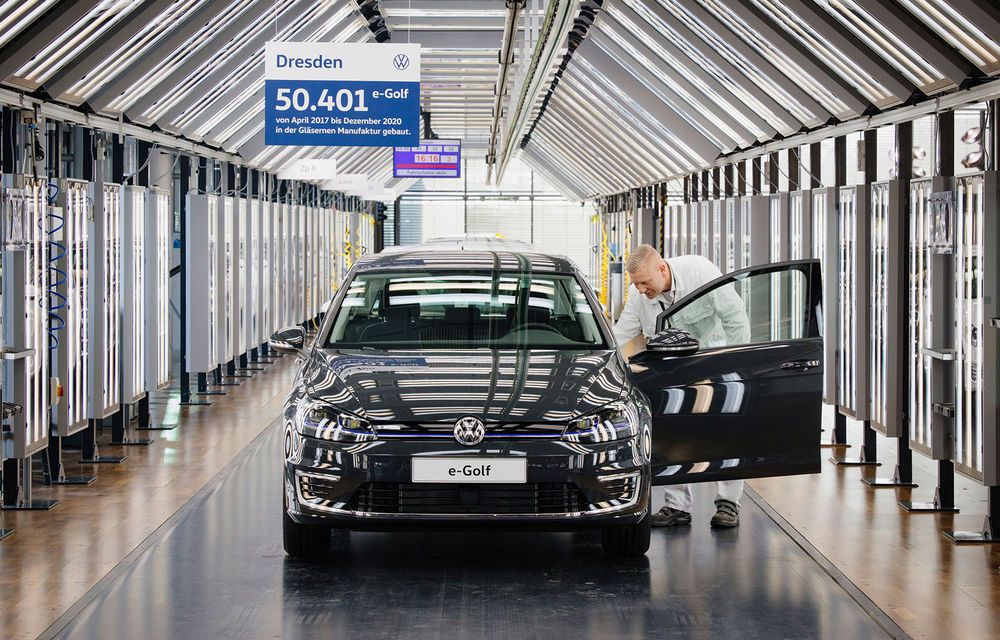 Final de carieră: uzina Volkswagen din Dresda a produs ultimul exemplar e-Golf - Poza 2
