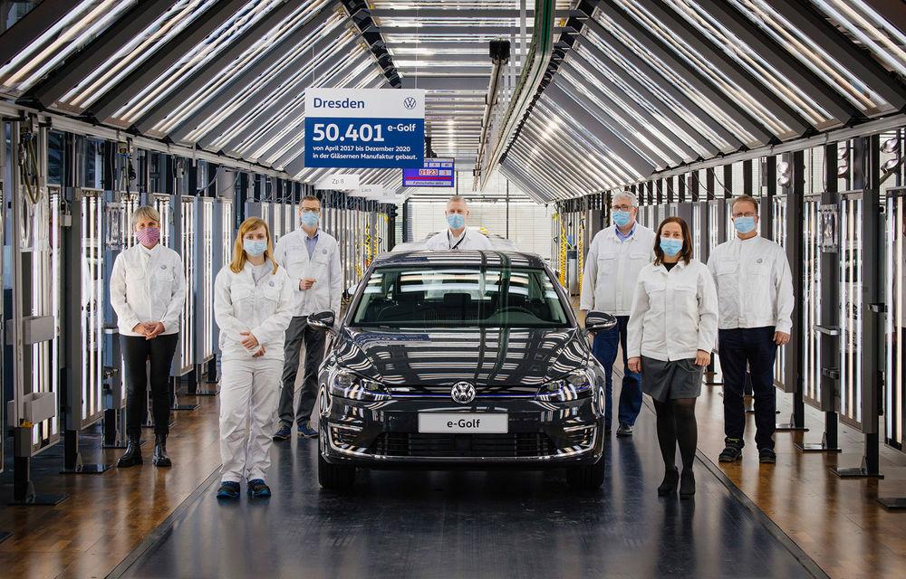 Final de carieră: uzina Volkswagen din Dresda a produs ultimul exemplar e-Golf - Poza 1