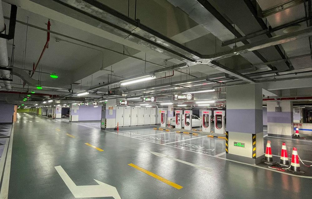 Tesla inaugurează cel mai mare centru de încărcare Supercharger din lume: 72 de prize într-un mall - Poza 4