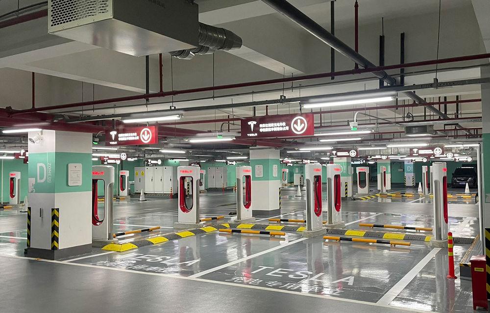 Tesla inaugurează cel mai mare centru de încărcare Supercharger din lume: 72 de prize într-un mall - Poza 1