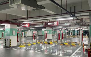 Tesla inaugurează cel mai mare centru de încărcare Supercharger din lume: 72 de prize într-un mall