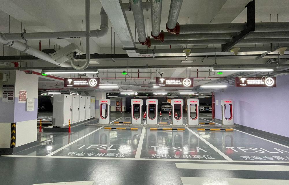 Tesla inaugurează cel mai mare centru de încărcare Supercharger din lume: 72 de prize într-un mall - Poza 3