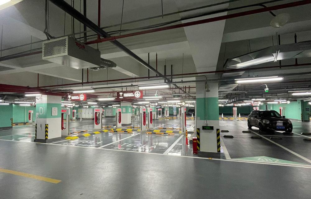 Tesla inaugurează cel mai mare centru de încărcare Supercharger din lume: 72 de prize într-un mall - Poza 2
