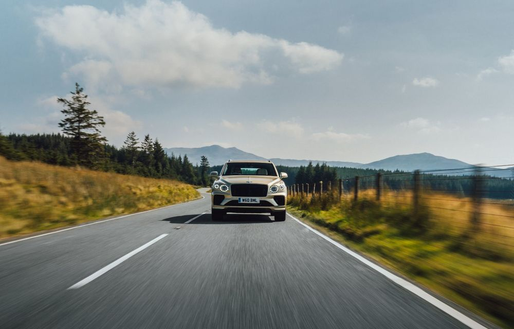Bentley lansează Bentayga Hybrid facelift: 450 CP și autonomie de 50 de kilometri în regim electric - Poza 13