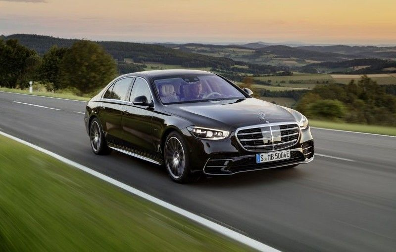 Mercedes-Benz a rămas cel mai mare constructor auto premium și în 2020: avans de 135.000 de unități față de BMW - Poza 1