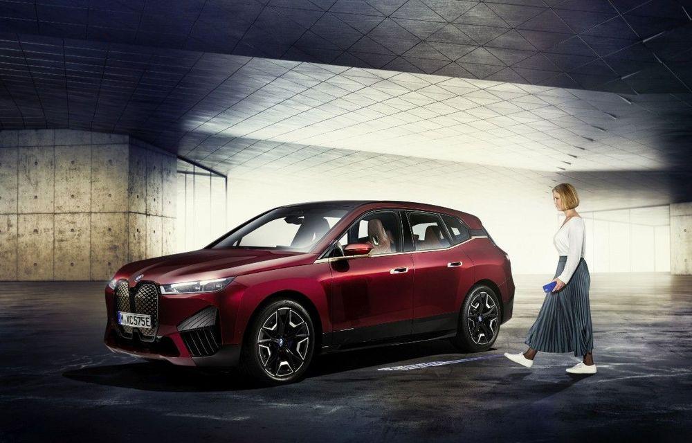 BMW prezintă tehnologia Digital Key Plus: poți să descui și să pornești mașina dacă ai un telefon Apple - Poza 1
