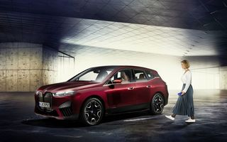 BMW prezintă tehnologia Digital Key Plus: poți să descui și să pornești mașina dacă ai un telefon Apple