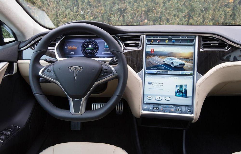 Tesla, sfătuită să recheme 158.000 de mașini în service din cauza sistemului de infotainment - Poza 1