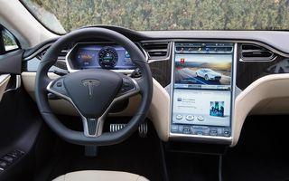 Tesla, sfătuită să recheme 158.000 de mașini în service din cauza sistemului de infotainment