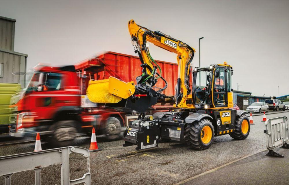 Englezii au inventat un utilaj care poate plomba gropile din asfalt în doar 8 minute - Poza 1
