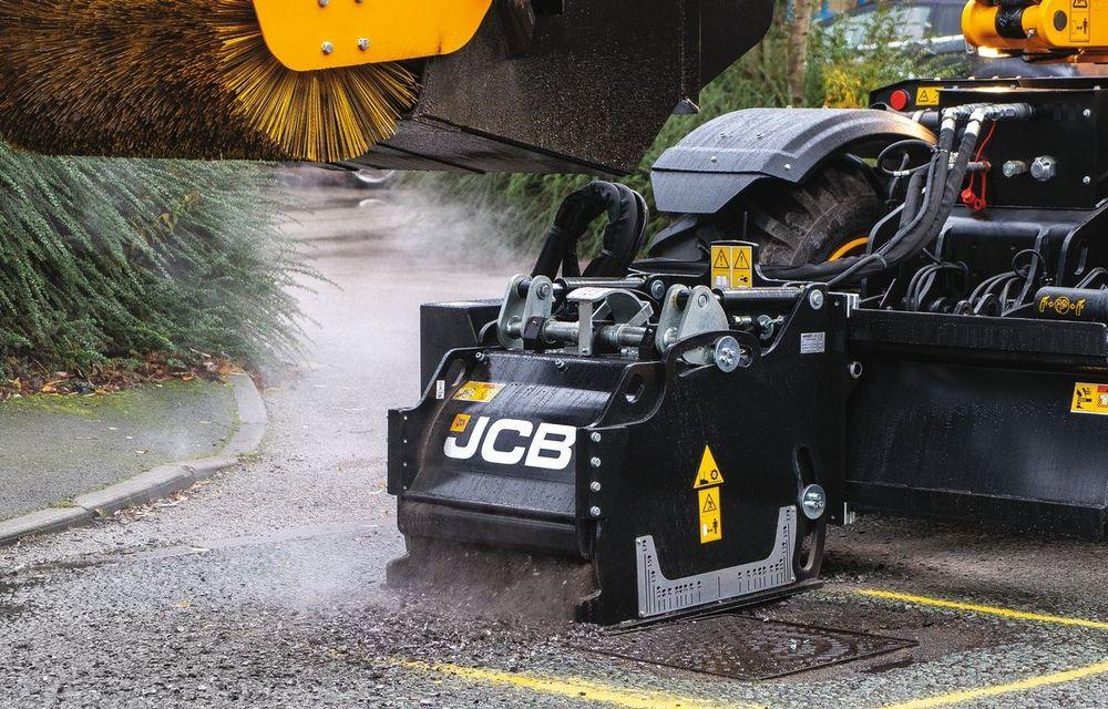 Englezii au inventat un utilaj care poate plomba gropile din asfalt în doar 8 minute - Poza 2