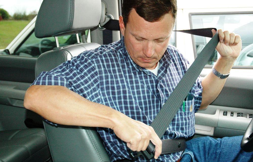 Cele mai periculoase lucruri pe care le facem la volan și ne pun viața în pericol - Poza 6