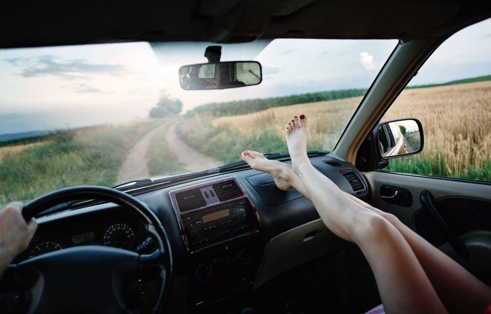 Cele mai periculoase lucruri pe care le facem la volan și ne pun viața în pericol - Poza 17