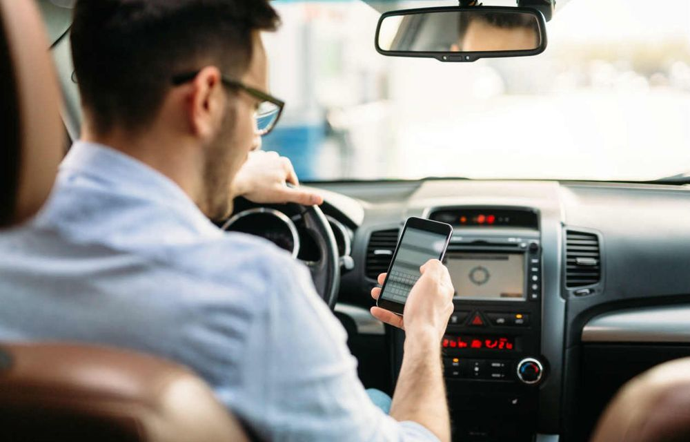 Cele mai periculoase lucruri pe care le facem la volan și ne pun viața în pericol - Poza 11
