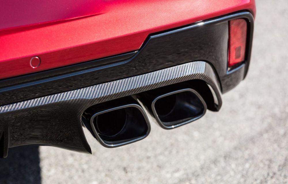 Cel mai puternic Cadillac din istorie are motor V8 asamblat manual și 677 de cai putere - Poza 15