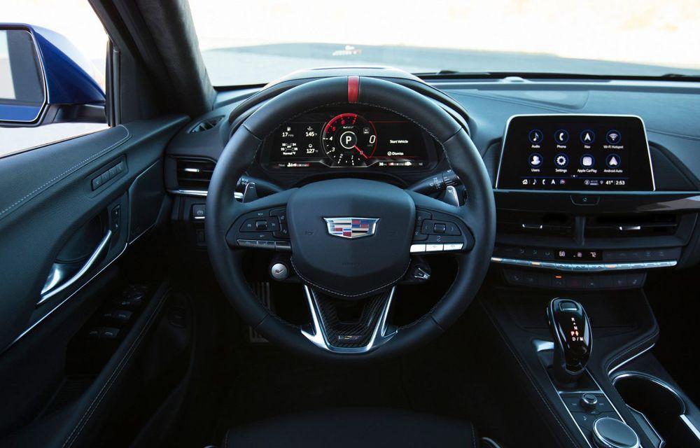 Cel mai puternic Cadillac din istorie are motor V8 asamblat manual și 677 de cai putere - Poza 24