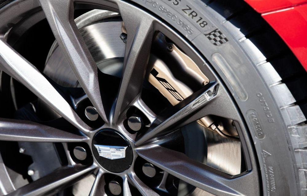 Cel mai puternic Cadillac din istorie are motor V8 asamblat manual și 677 de cai putere - Poza 26