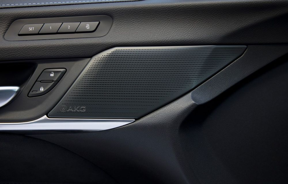 Cel mai puternic Cadillac din istorie are motor V8 asamblat manual și 677 de cai putere - Poza 28