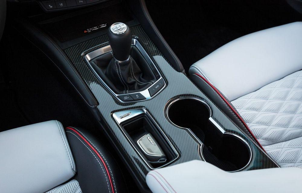 Cel mai puternic Cadillac din istorie are motor V8 asamblat manual și 677 de cai putere - Poza 25