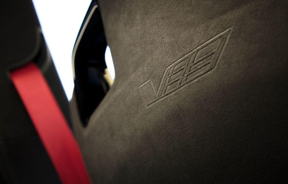 Cel mai puternic Cadillac din istorie are motor V8 asamblat manual și 677 de cai putere - Poza 30