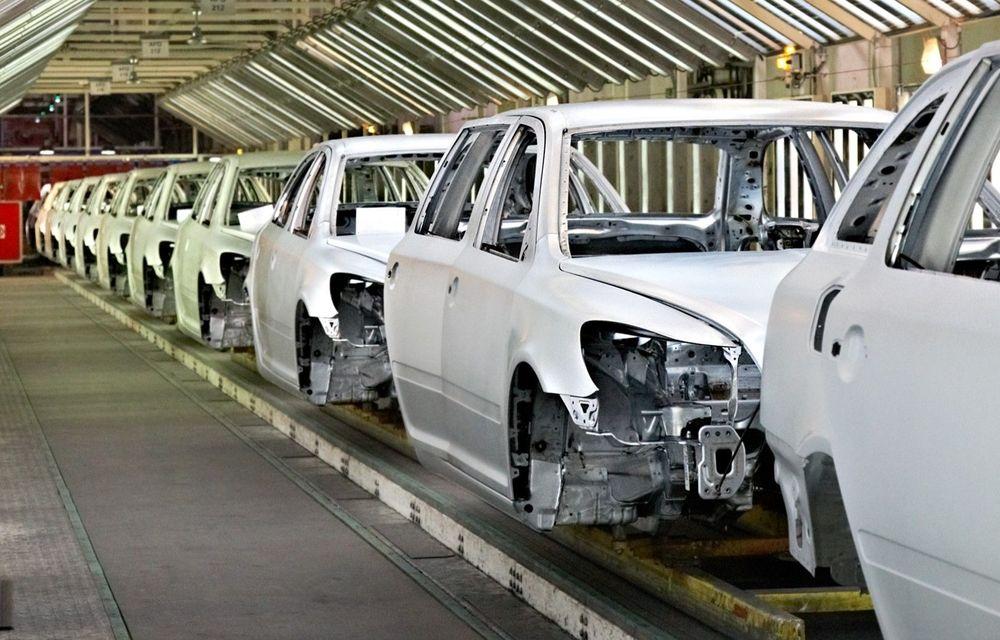Criza globală de chip-uri afectează industria auto: constructorii reduc sau întrerup producția - Poza 1