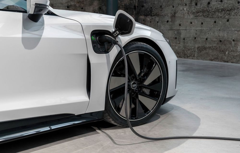 OFICIAL: Acesta este noul Audi e-tron GT, un supercar electric, frate cu Porsche Taycan - Poza 31