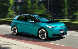 Analiștii: Volkswagen va depăși Tesla la vânzările de electrice până în 2025