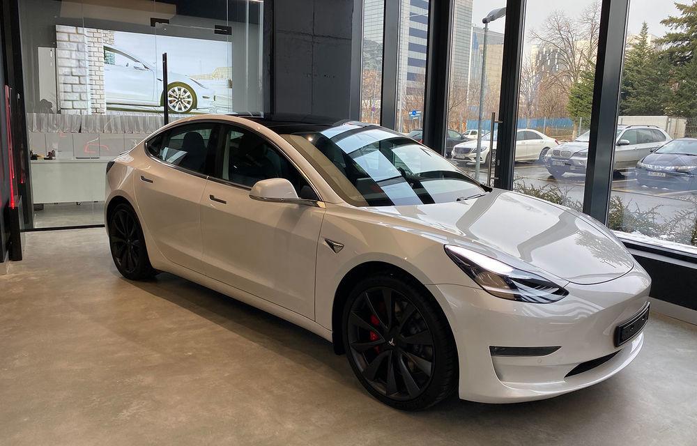 A fost inaugurat Teslounge, primul showroom dedicat exclusiv modelelor Tesla: detalii despre service și termene de livrare - Poza 2