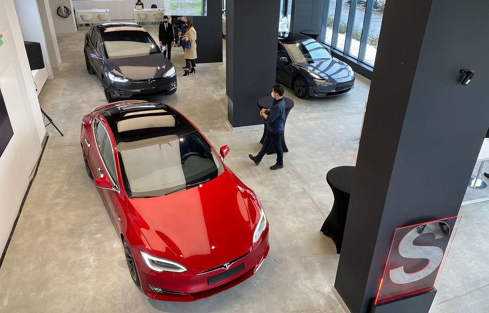 A fost inaugurat Teslounge, primul showroom dedicat exclusiv modelelor Tesla: detalii despre service și termene de livrare - Poza 3