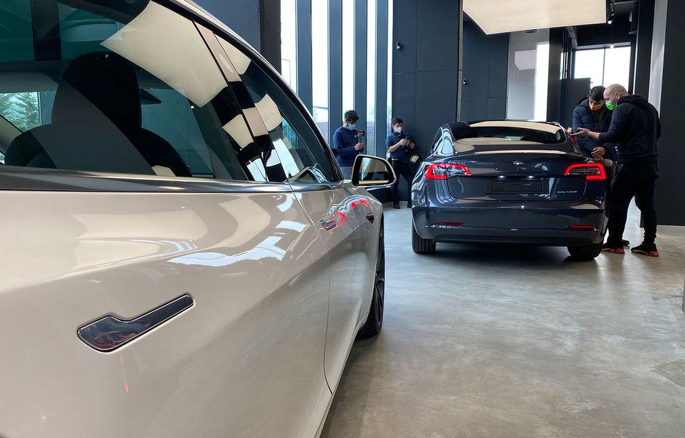 A fost inaugurat Teslounge, primul showroom dedicat exclusiv modelelor Tesla: detalii despre service și termene de livrare - Poza 4