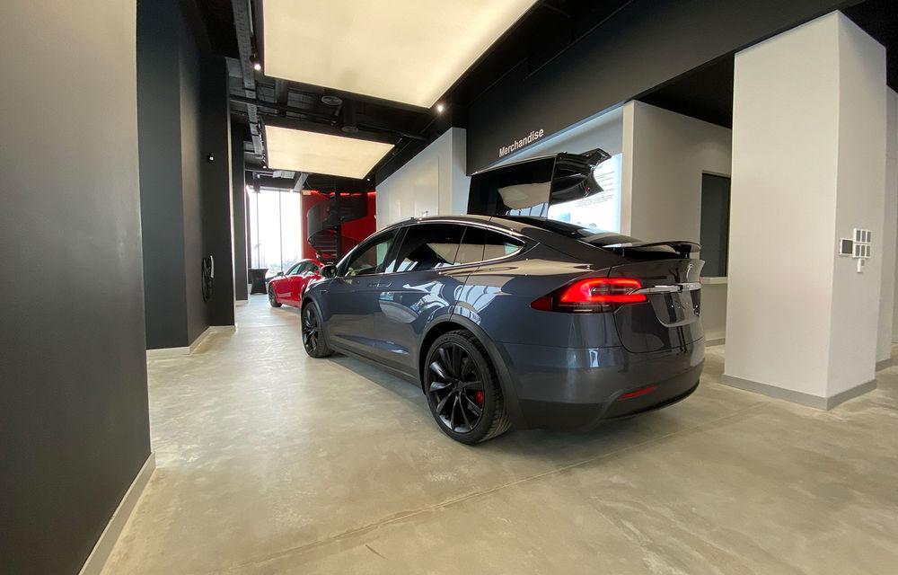 A fost inaugurat Teslounge, primul showroom dedicat exclusiv modelelor Tesla: detalii despre service și termene de livrare - Poza 6