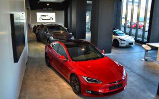 A fost inaugurat Teslounge, primul showroom dedicat exclusiv modelelor Tesla: detalii despre service și termene de livrare