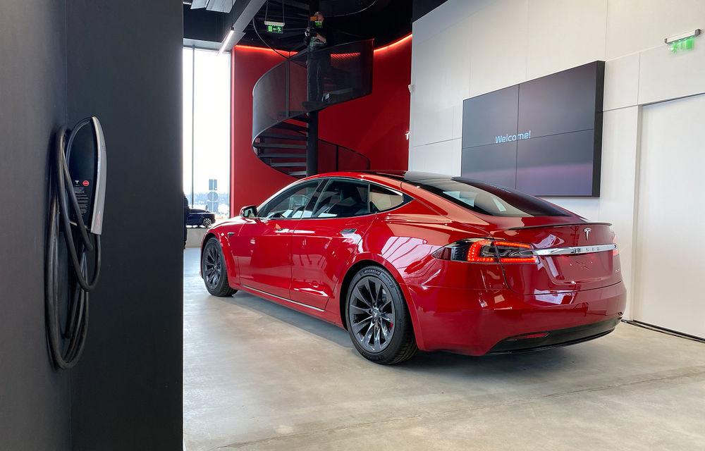 A fost inaugurat Teslounge, primul showroom dedicat exclusiv modelelor Tesla: detalii despre service și termene de livrare - Poza 5