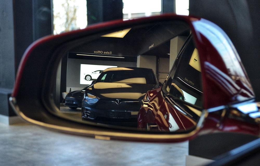 A fost inaugurat Teslounge, primul showroom dedicat exclusiv modelelor Tesla: detalii despre service și termene de livrare - Poza 11