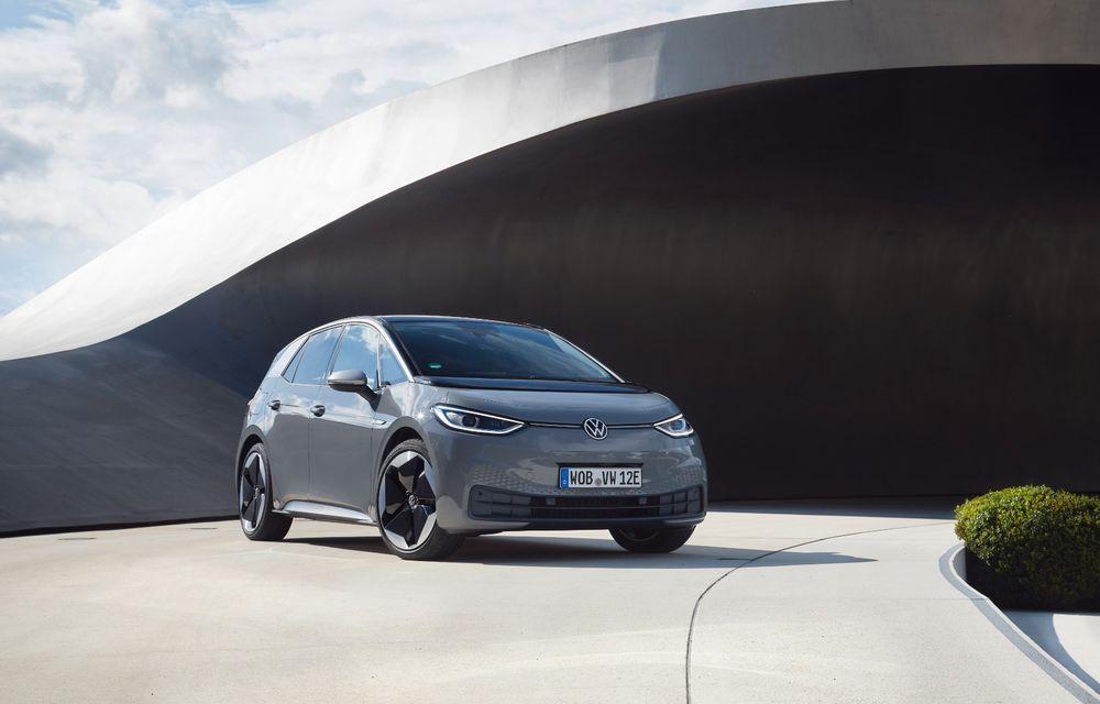 Cel mai accesibil Volkswagen ID.3 costă 31.400 de euro în România: autonomie de 330 de kilometri - Poza 1