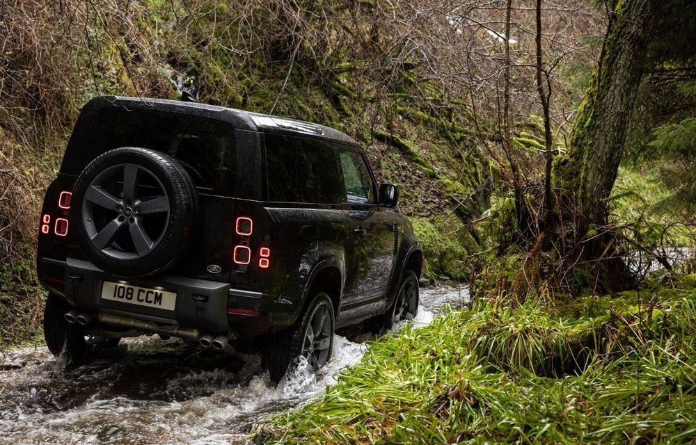 Land Rover Defender a primit un motor V8 supraalimentat. Unitatea dezvoltă 525 de cai putere - Poza 32
