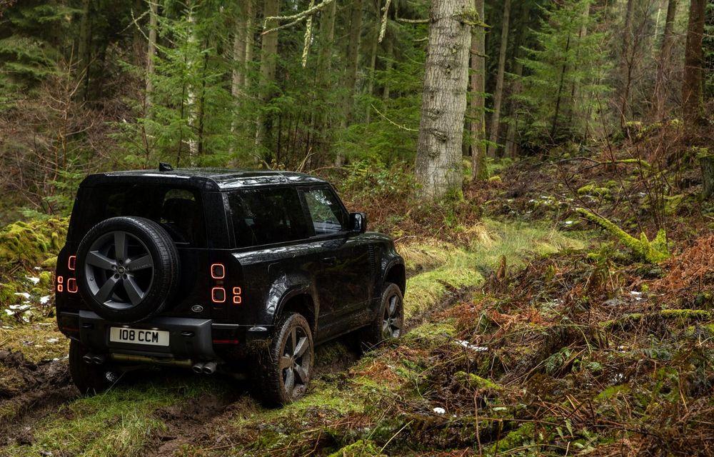 Land Rover Defender a primit un motor V8 supraalimentat. Unitatea dezvoltă 525 de cai putere - Poza 31