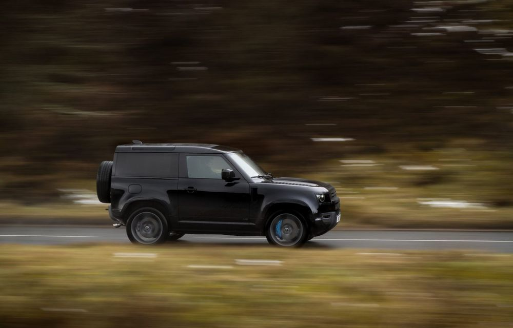 Land Rover Defender a primit un motor V8 supraalimentat. Unitatea dezvoltă 525 de cai putere - Poza 39