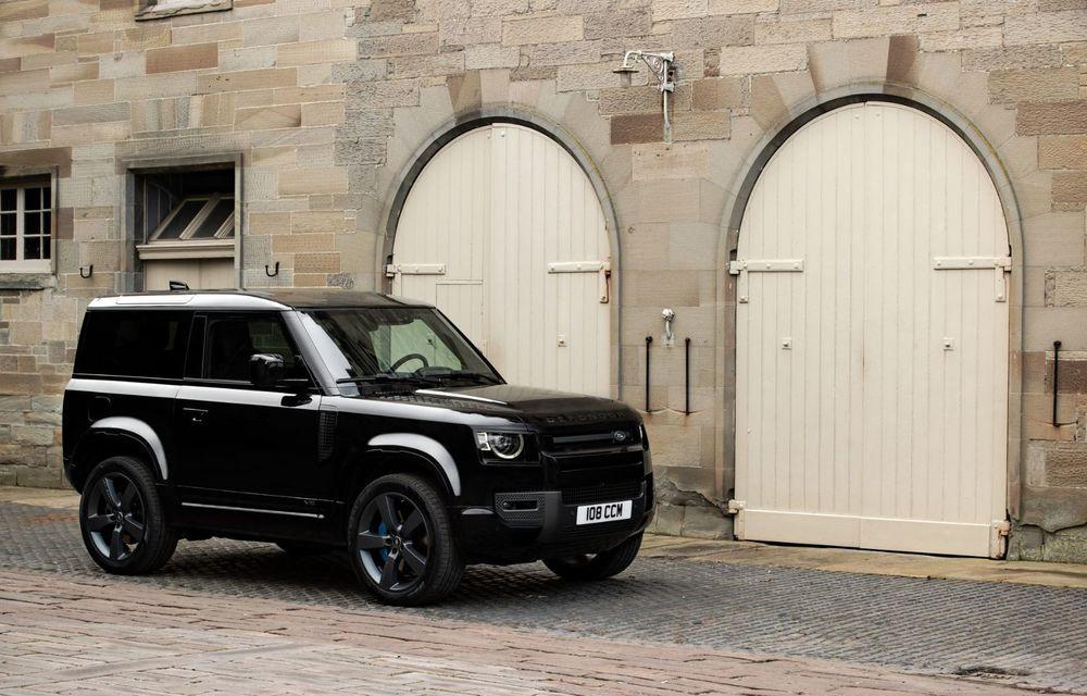 Land Rover Defender a primit un motor V8 supraalimentat. Unitatea dezvoltă 525 de cai putere - Poza 20