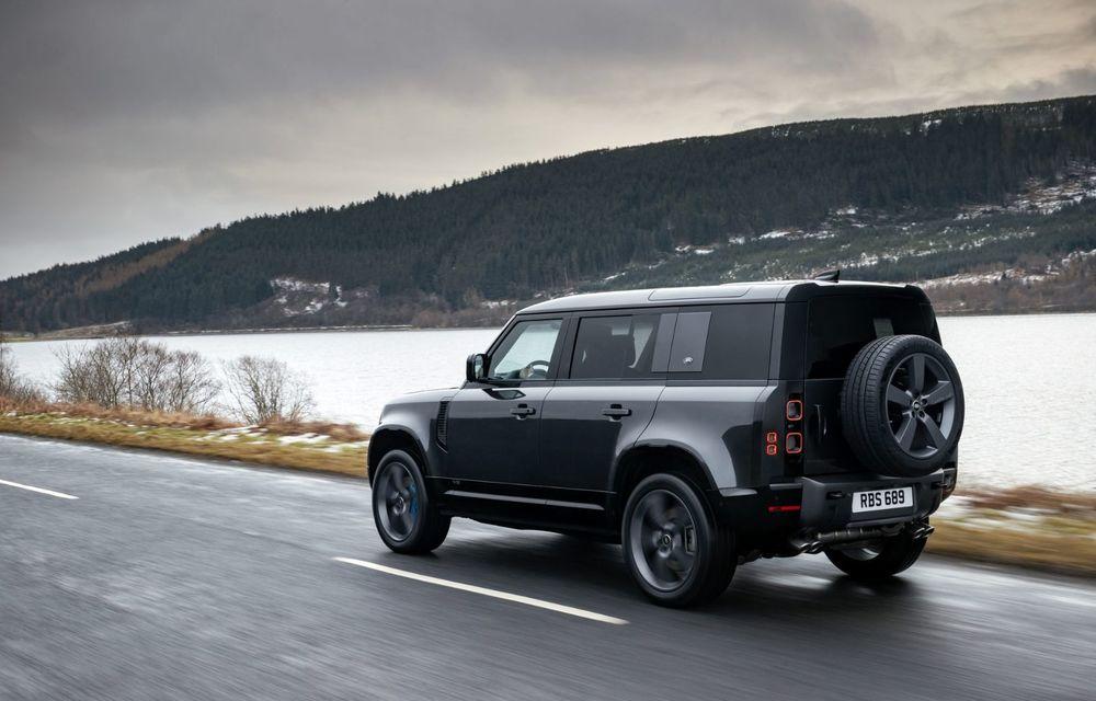 Land Rover Defender a primit un motor V8 supraalimentat. Unitatea dezvoltă 525 de cai putere - Poza 13