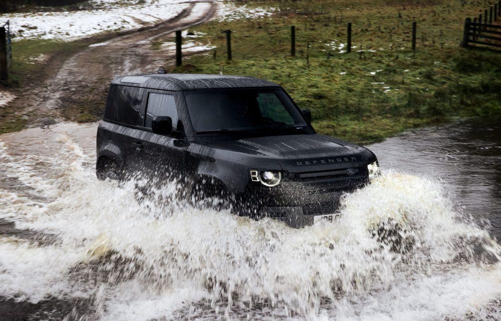 Land Rover Defender a primit un motor V8 supraalimentat. Unitatea dezvoltă 525 de cai putere - Poza 23