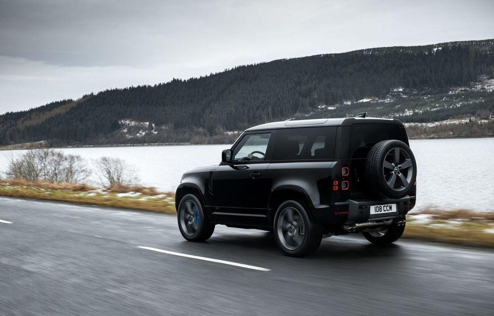 Land Rover Defender a primit un motor V8 supraalimentat. Unitatea dezvoltă 525 de cai putere - Poza 22