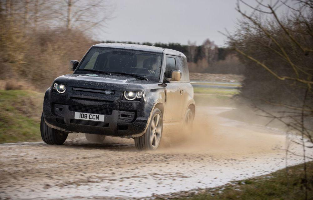 Land Rover Defender a primit un motor V8 supraalimentat. Unitatea dezvoltă 525 de cai putere - Poza 27
